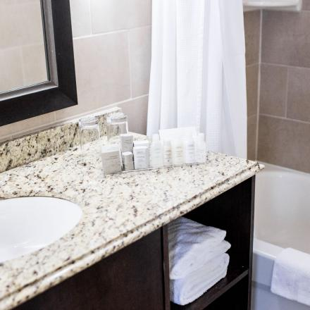 Lord Nelson Hotel & Suites Executive Bath