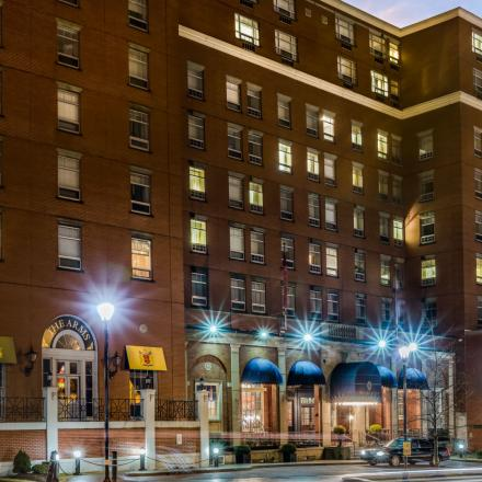 Lord Nelson Hotel & Suites Exterior Night